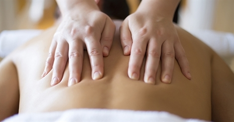Hanna gives massage.